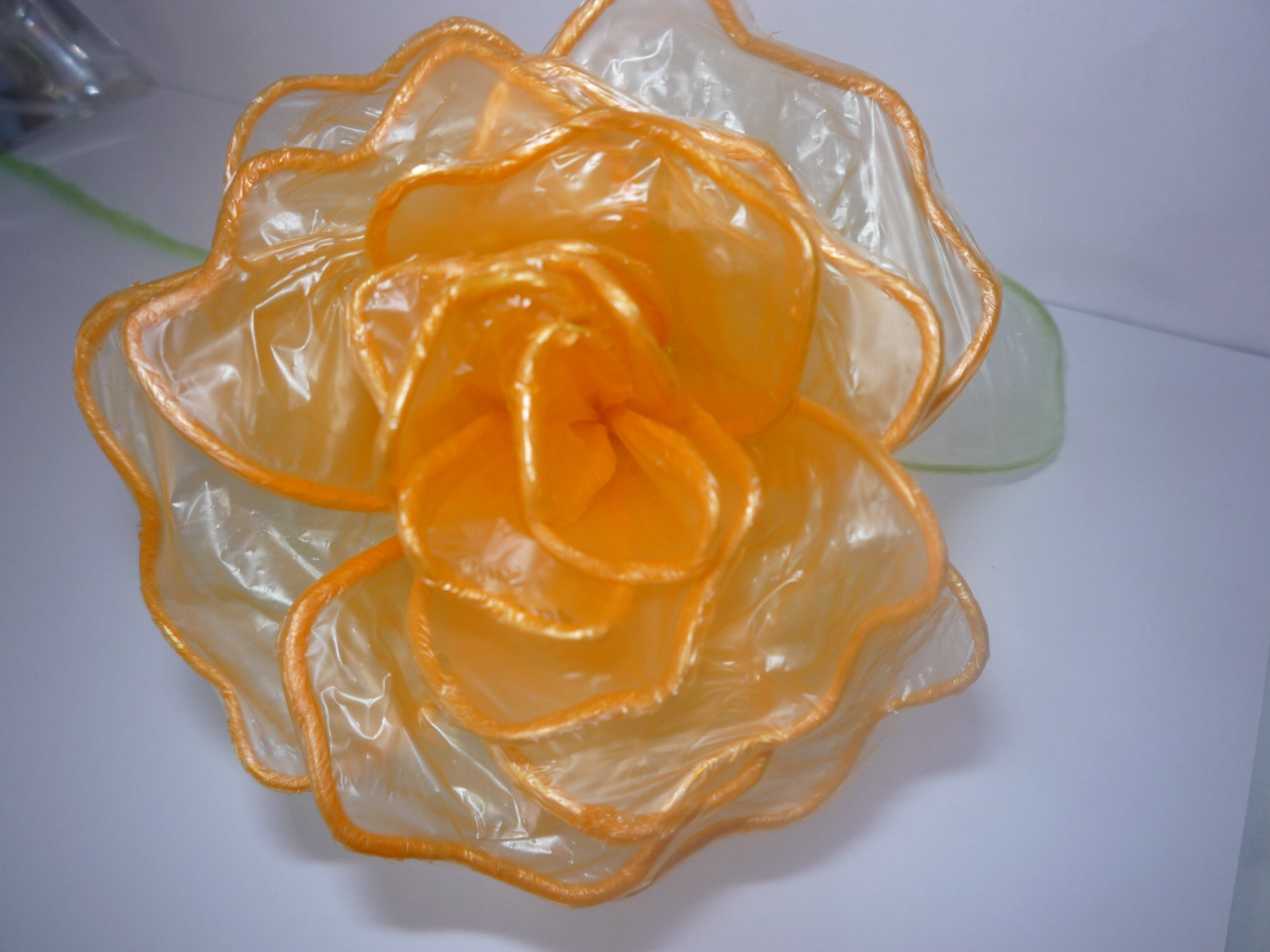 Цветы из целлофановых пакетов фото блондинки шатенки