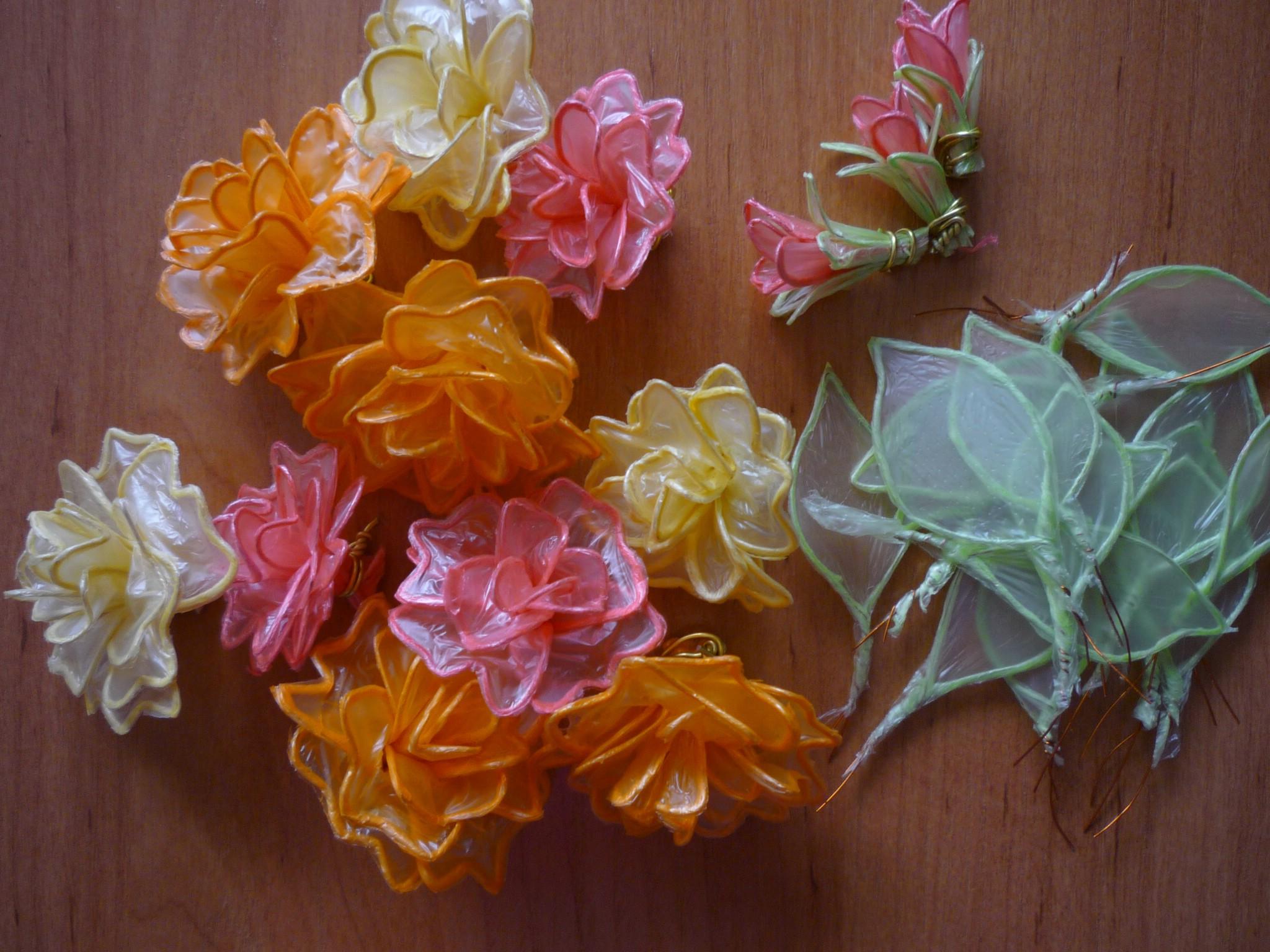Цветы из целлофановых пакетов фото