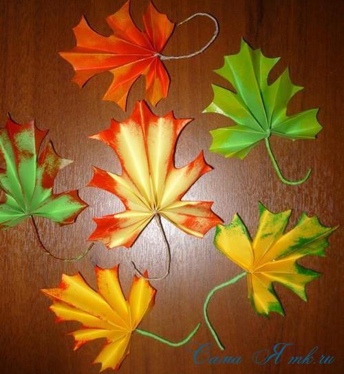осенние кленовые листья из бумаги