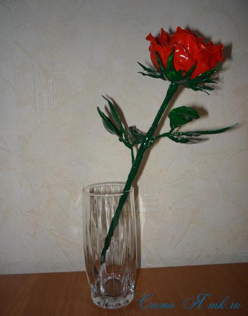 роза-из-одноразовых-ложек