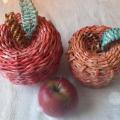 яблоко из  газетных трубочек