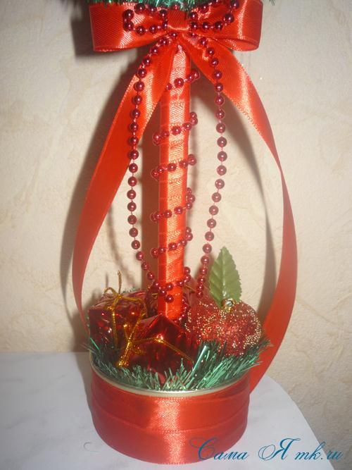 новогодний топиарий из мишуры