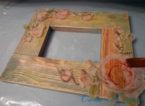 декупаж деревянной рамки для фото 11