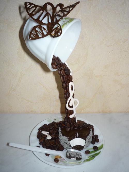 проливашка с тортиком и ложечкой
