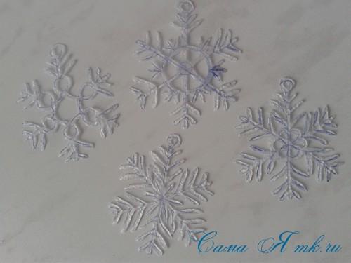 снежинки новогодние украшения из горячего клея с помощью клеевого пистолета 13 (Copy)