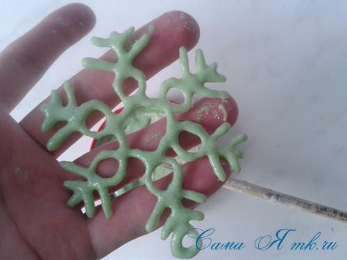 снежинки новогодние украшения из горячего клея с помощью клеевого пистолета 17 (Copy)