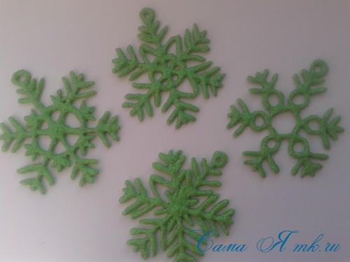снежинки новогодние украшения из горячего клея с помощью клеевого пистолета 21 (Copy)