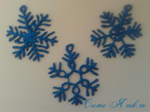 снежинки новогодние украшения из горячего клея с помощью клеевого пистолета 22 (Copy)
