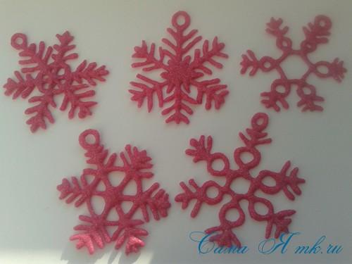 снежинки новогодние украшения из горячего клея с помощью клеевого пистолета 23 (Copy)