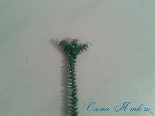 маленькая ёлочка своими руками из синельной пушистой проволоки 4