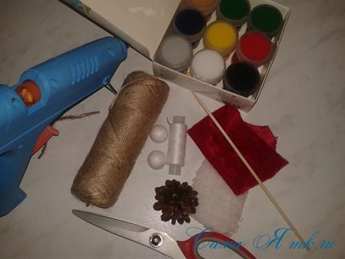 ёлочные игрушки-гномики из шишек 1 (Copy)