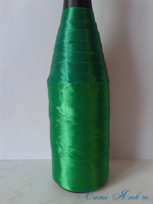елка из бутылки шампанского и лент 15