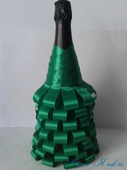елка из бутылки шампанского и лент 24