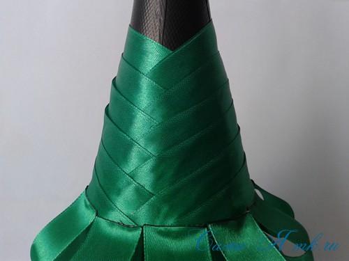 елка из бутылки шампанского и лент 25