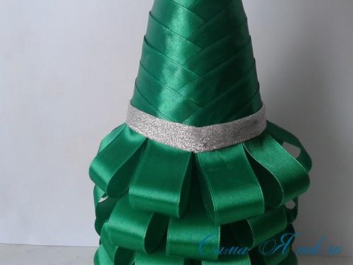 елка из бутылки шампанского и лент 28