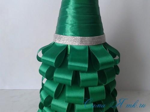 елка из бутылки шампанского и лент 29