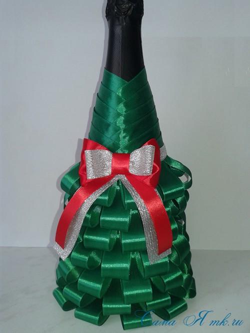 елка из бутылки шампанского и лент 32