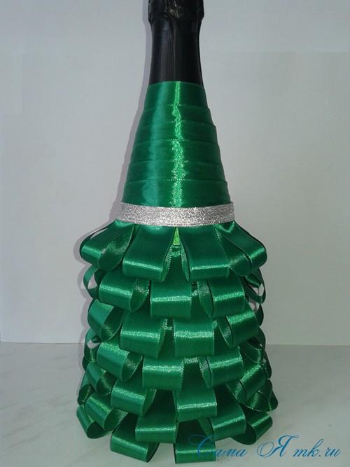 елка из бутылки шампанского и лент 35