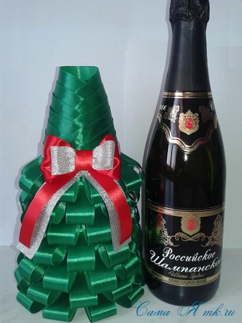 елка из бутылки шампанского и лент 36