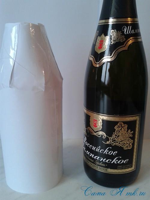 елка из бутылки шампанского и лент 7