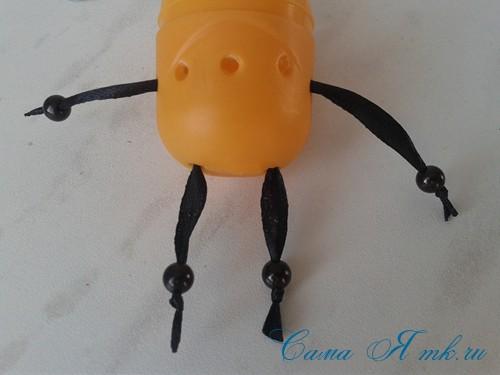 оригинальный контейнер с чесноком для ребенка пчелка из киндер сюрприза 10