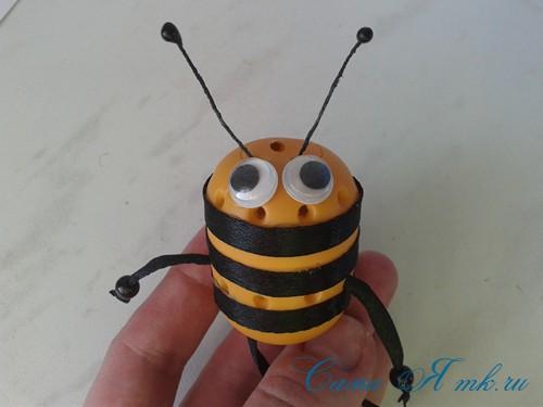 оригинальный контейнер с чесноком для ребенка пчелка из киндер сюрприза 12