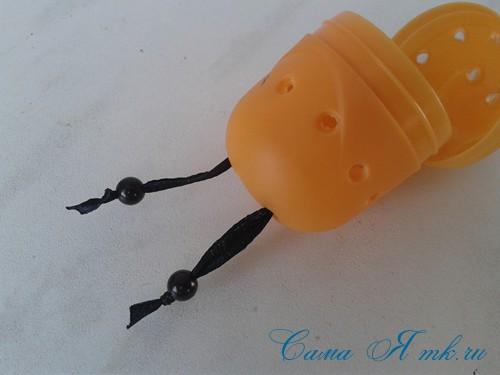 оригинальный контейнер с чесноком для ребенка пчелка из киндер сюрприза 8
