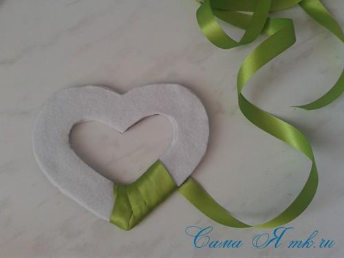сердечки магниты к 14 февраля дню влюбленных из картона и лент своими руками 10