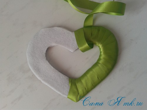 сердечки магниты к 14 февраля дню влюбленных из картона и лент своими руками 11