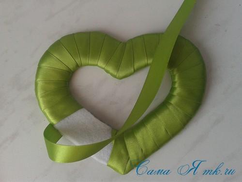 сердечки магниты к 14 февраля дню влюбленных из картона и лент своими руками 12