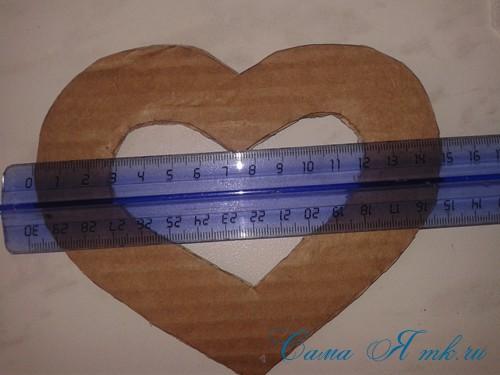 сердечки магниты к 14 февраля дню влюбленных из картона и лент своими руками 4