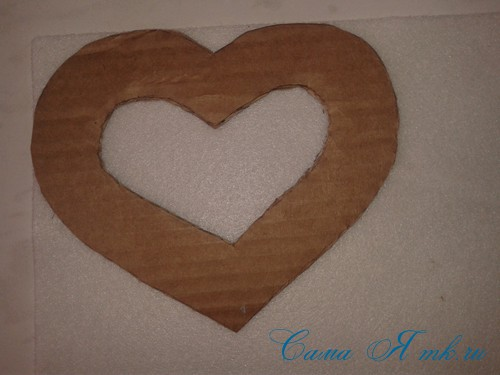 сердечки магниты к 14 февраля дню влюбленных из картона и лент своими руками 6