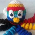 вязаные гремящие развивающие игрушки из яиц от киндер сюрприза своими руками крючком осьминог гусеница и жираф 32