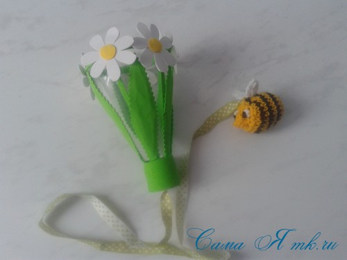 вязаные гремящие развивающие игрушки из яиц от киндер сюрприза своими руками крючком осьминог гусеница и жираф 50