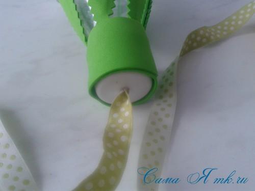 вязаные гремящие развивающие игрушки из яиц от киндер сюрприза своими руками крючком осьминог гусеница и жираф 51