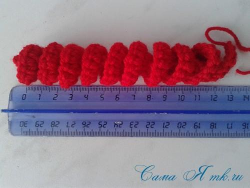 вязаные гремящие развивающие игрушки из яиц от киндер сюрприза своими руками крючком осьминог гусеница и жираф 6