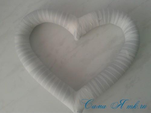 сердечко из поролоновой трубы термофлекса или пенопласта и лент своими руками 12а