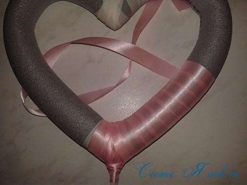 сердечко из поролоновой трубы термофлекса или пенопласта и лент своими руками 14