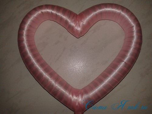 сердечко из поролоновой трубы термофлекса или пенопласта и лент своими руками 17