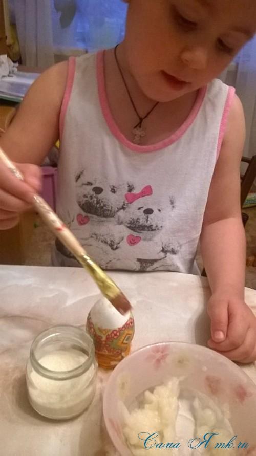 декупаж украшение пасхальных яиц вместе с детьми подручными материалами 1