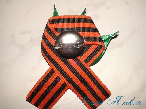 Георгиевская лента с букетиком тюльпанов в технике канзаши острый вывернутый лепесток 12