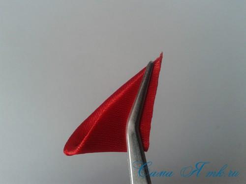 Георгиевская лента с букетиком тюльпанов в технике канзаши острый вывернутый лепесток 6