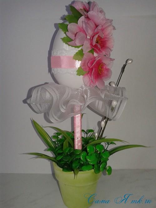 Пасхальный топиарий из сувенирного пластикового большого яйца 12