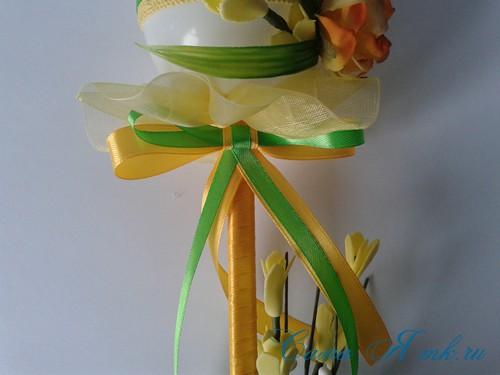Пасхальный топиарий из сувенирного пластикового большого яйца 25