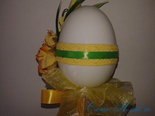 Пасхальный топиарий из сувенирного пластикового большого яйца 27