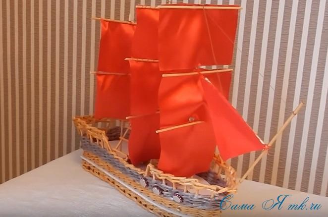 корабль парусник из трубочек 1