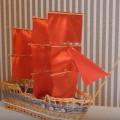 корабль парусник из трубочек