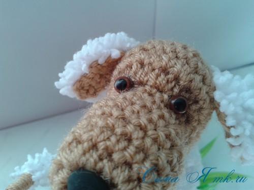Вязанный крючком сувенир на проволочном каркасе овечка 11