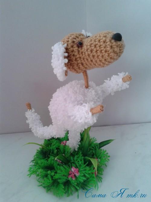 Вязанный крючком сувенир на проволочном каркасе овечка 13