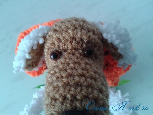 Вязанный крючком сувенир на проволочном каркасе овечка 21
